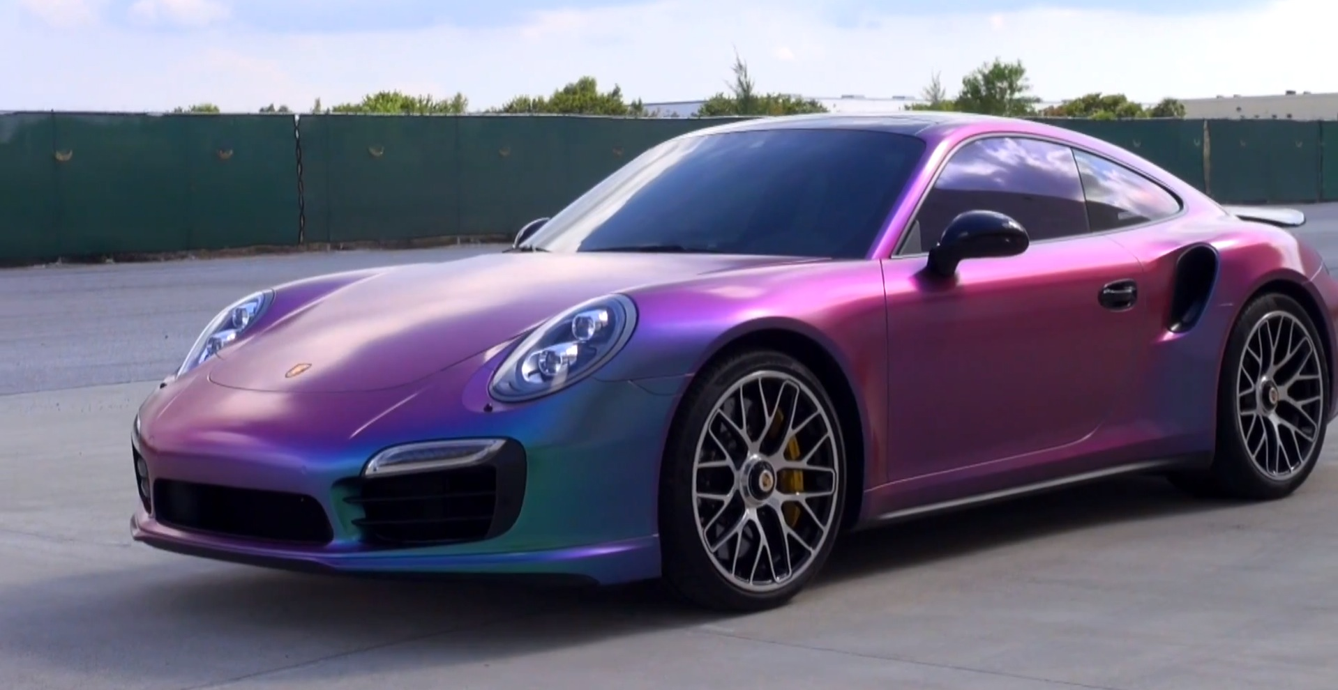 new-porsche-911-turbo-s-gets-sprayed-in-chameleon-plasti-dip-video-88725_1